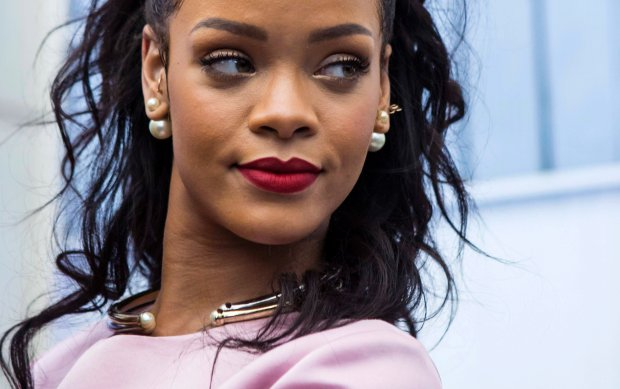 Musician Rihanna attends the Cruise 2015 collection show from French fashion house Christian Dior in the Brooklyn borough of New York May 7, 2014. REUTERS/Eric Thayer (UNITED STATES - Tags: FASHION ENTERTAINMENT)