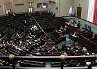 """Zmiany w 500+, uszczelnienie zakazu handlu. Sejm zajął się też podatkami w """"Polskim ładzie"""""""