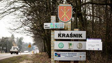 28.02.2020 Kraśnik . Tablica informacyjna przed wjazdem do miasta .