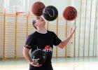 """Półfinalista """"Mam talent"""" odwiedza szkoły, dziś zaprasza do hali koszykarek"""