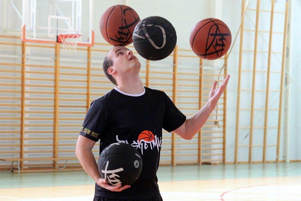 Mieszko Włodarczyk odwiedza gorzowskie szkoły, zawita też do hali koszykarek