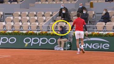 Novak Djoković znowu trafił piłką sędziego