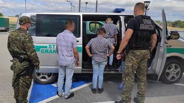 Straż graniczna. W zatrzymanej w czwartek (5 sierpnia) grupie było 23 mężczyzn i 15 kobiet oraz 33 osoby niepełnoletnie. Najprawdopodobniej wszyscy są Afgańczykami