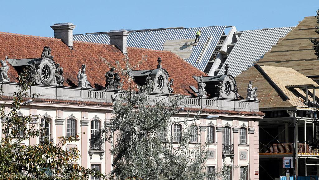 Nowo budowany biurowiec przy Senatorskiej zmienia oblicze warszawskiej Starowki