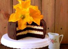 Czekoladowy tort z kremem dyniowym - ugotuj