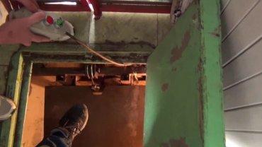 Ukryte wejście do podziemnej plantacji