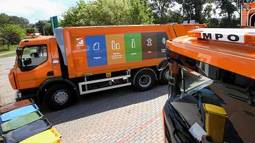Nowe śmieciarki w bazie MPO