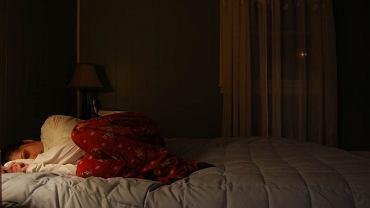 Zamiast zostać w łóżku, mimo choroby idziemy do pracy