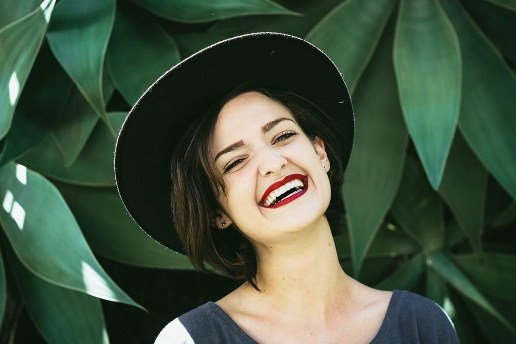 Niezawodne sposoby na białe zęby. Co zrobić, by mieć piękny uśmiech?