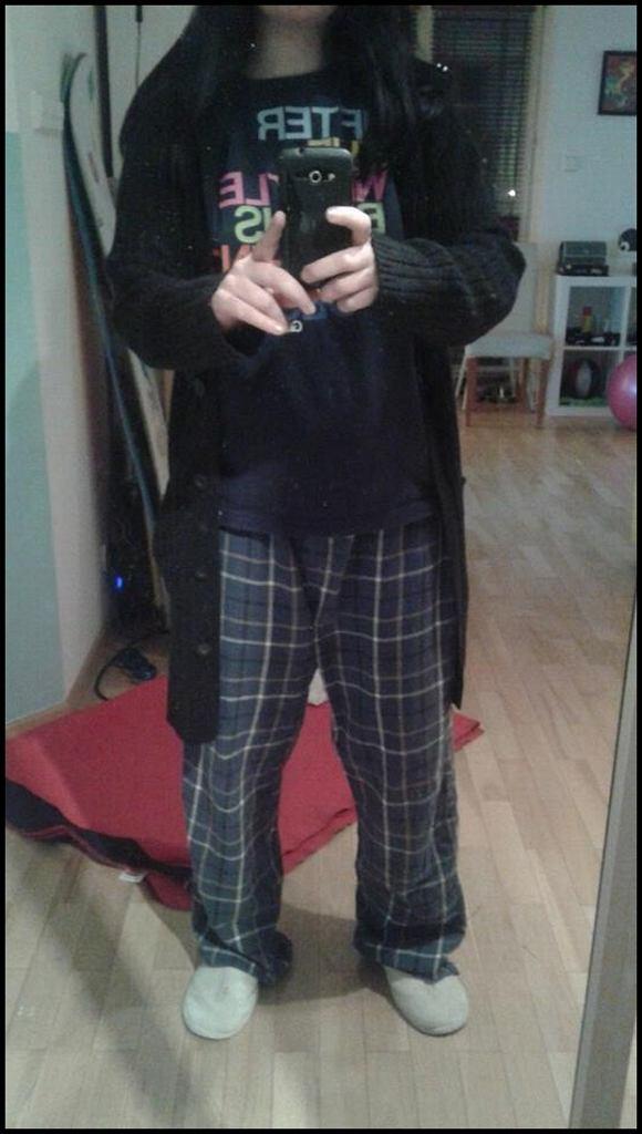 Miss Olgu - koszulka + spodnie od piżamy + kapcie pożyczone od chłopaka = idealny strój niedzielny (Fot. MO)