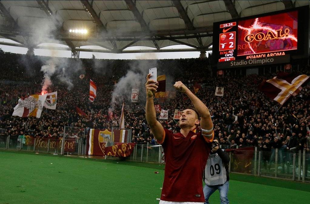 Selfie Tottiego z Roma - Lazio
