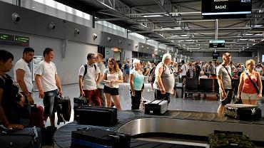 Turyści wracający z Bułgarii. Przez upadłość biura podróży Alfa Star musieli skrócić wakacje.