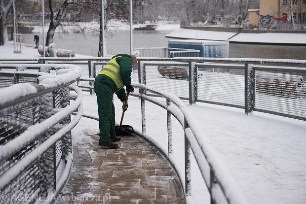 Zdjęcie numer 36 w galerii - Wrocław pod śniegiem. Zobacz zimowe zdjęcia z centrum miasta [FOTO]