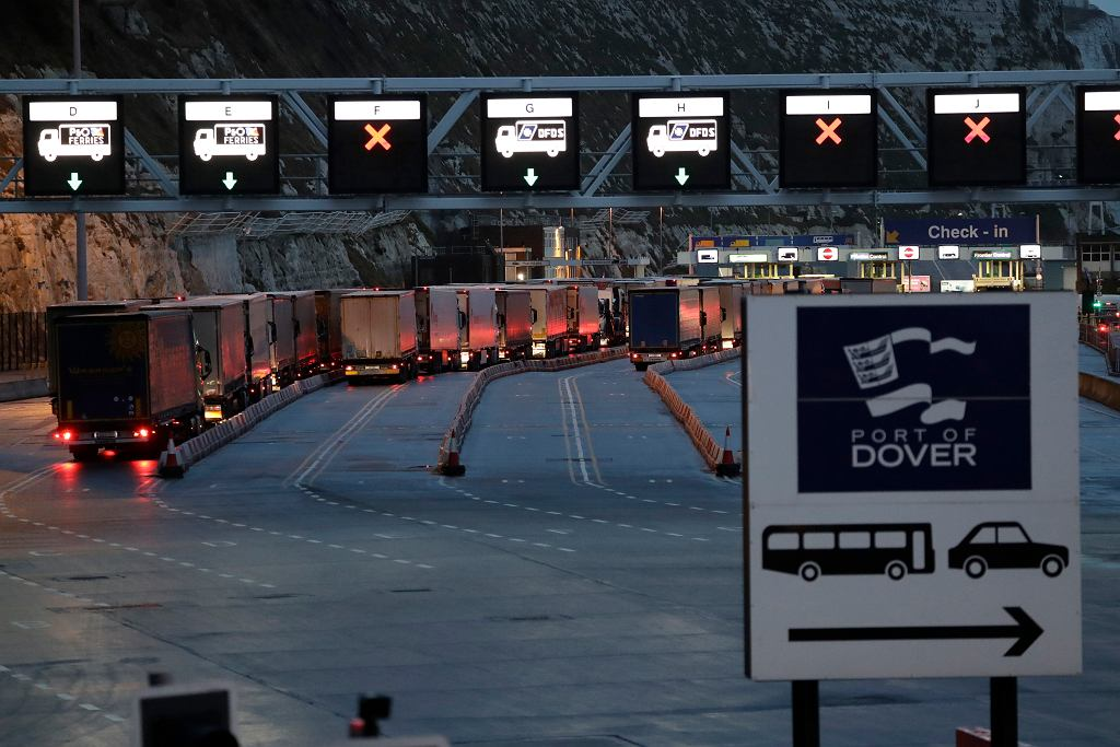 Odprawa samochodowa w Dover w Wielkiej Brytanii w sobotę rano, po formalnym brexicie