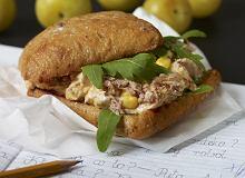 Kanapka z sałatką z kukurydzy i tuńczyka - ugotuj