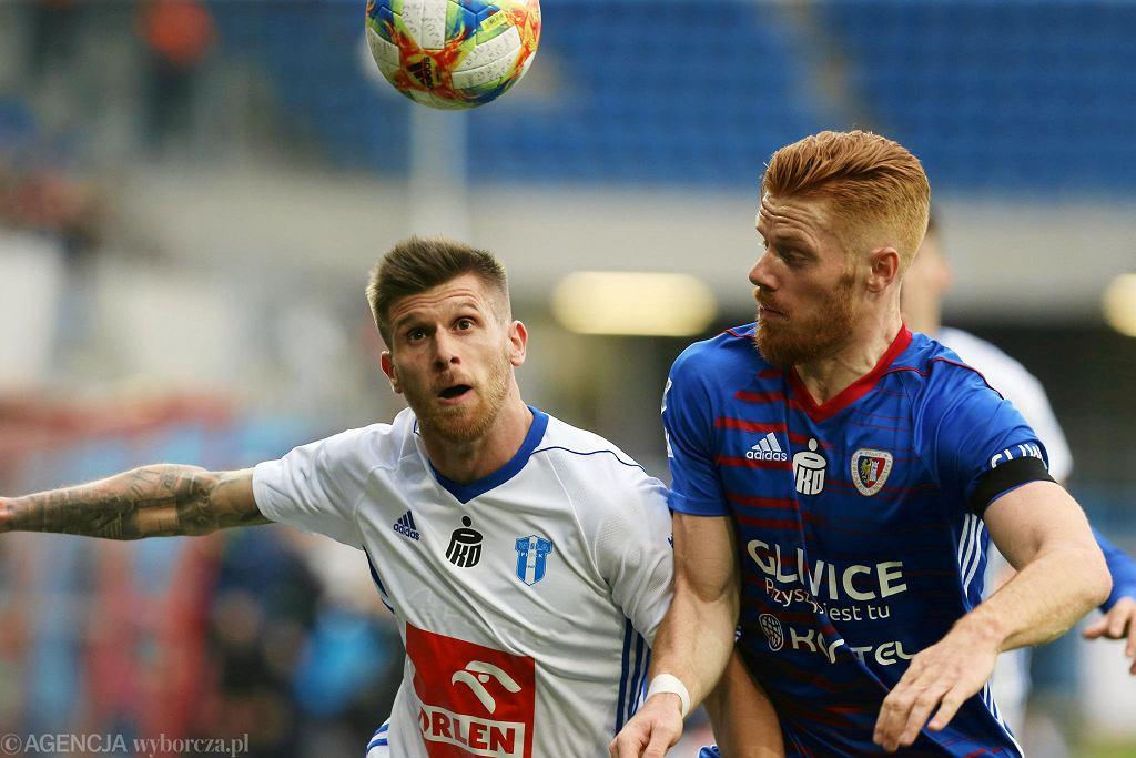 Mikkel Kirkeskov kontra Alen Stevanović w meczy Piast Gliwice - Wisła Płock