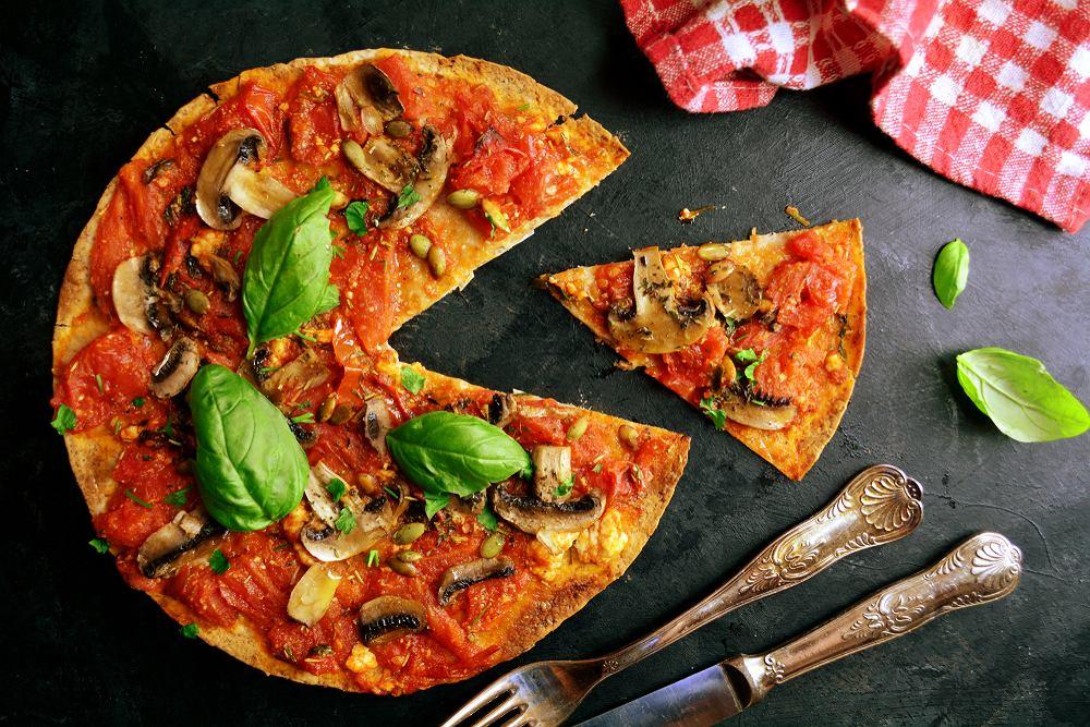 Wegańska pizza to jedno z dań, których Polacy spróbowaliby najchętniej