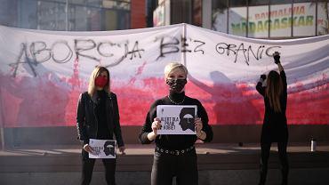 Manifestacja w Szczecinie 22 października w związku z wyrokiem Trybunału Konstytucyjnego dot. zakazu przerywania ciąży z powodu wad płodu