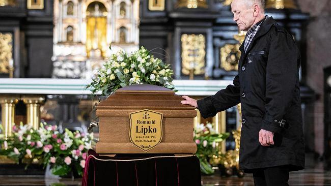 """Lublin pożegnał Romualda Lipkę. """"Tu nie stoją miłośnicy muzyki, tu stoją sieroty po tobie"""""""