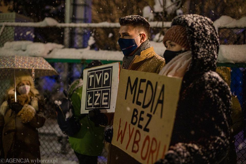 Zdjęcie numer 1 w galerii - Do solidarności z polskimi wolnymi mediami wzywam wszystkie wolne media na świecie