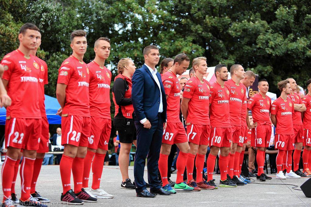 W niedzielę meczem ze Świtem Nowy Dwór Mazowiecki Widzew rozpoczyna rozgrywki trzeciej ligi, do której awansował w poprzednim sezonie. I w tym celem zespołu trenera Marcina Płuski jest awans. W piątek drużyna przedstawiła się kibicom.