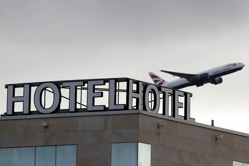 Samolot startujący z lotniska Heathrow w Londynie.