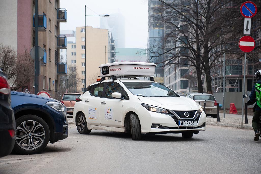 e-kontrola opłat parkingowych, Warszawa. Nissan Leaf