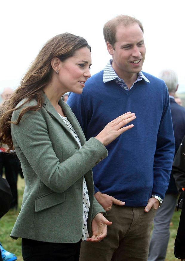 Britain's Prince William and his wife Catherine, Duchess of Cambridge visit the Breakwater country park, to start the Ring O Fire ultra marathon, in Anglesey, north Wales August 30, 2013.   REUTERS/Paul Lewis/pool    (BRITAIN - Tags: ROYALS ENTERTAINMENT SPORT ATHLETICS)