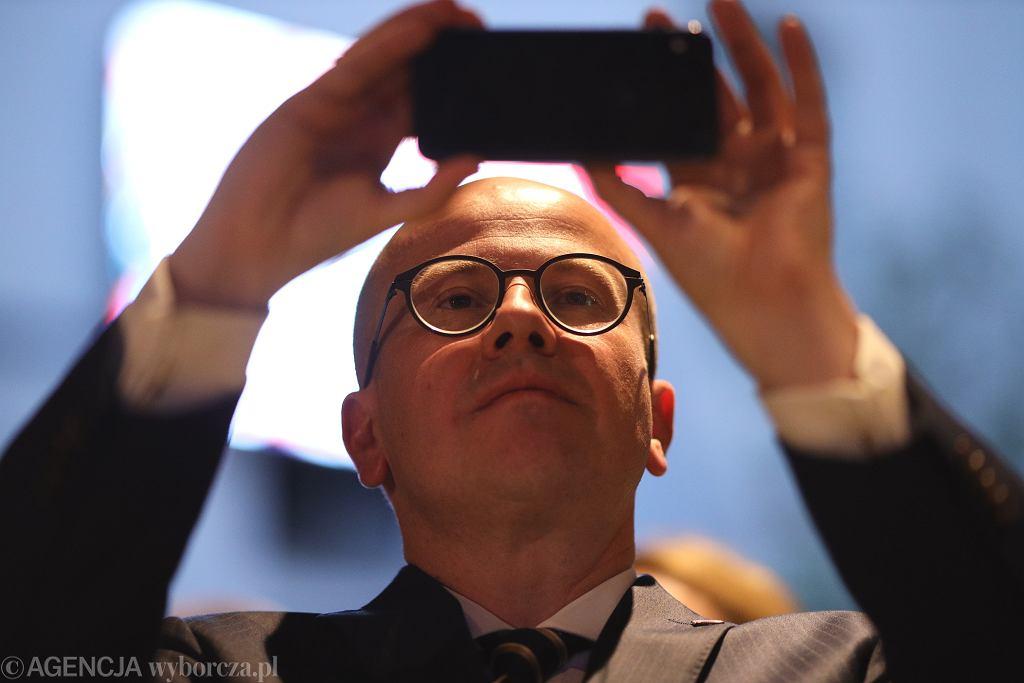 Poseł Bartłomiej Wróblewski podczas wieczoru wyborczego PiS. Poznań, 12 lipca 2020