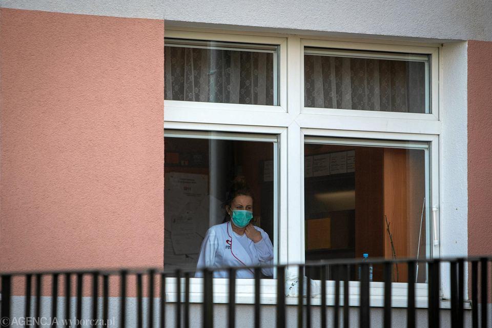 Maseczki podczas pandemii są w szpitalach artykułem pierwszej potrzeby