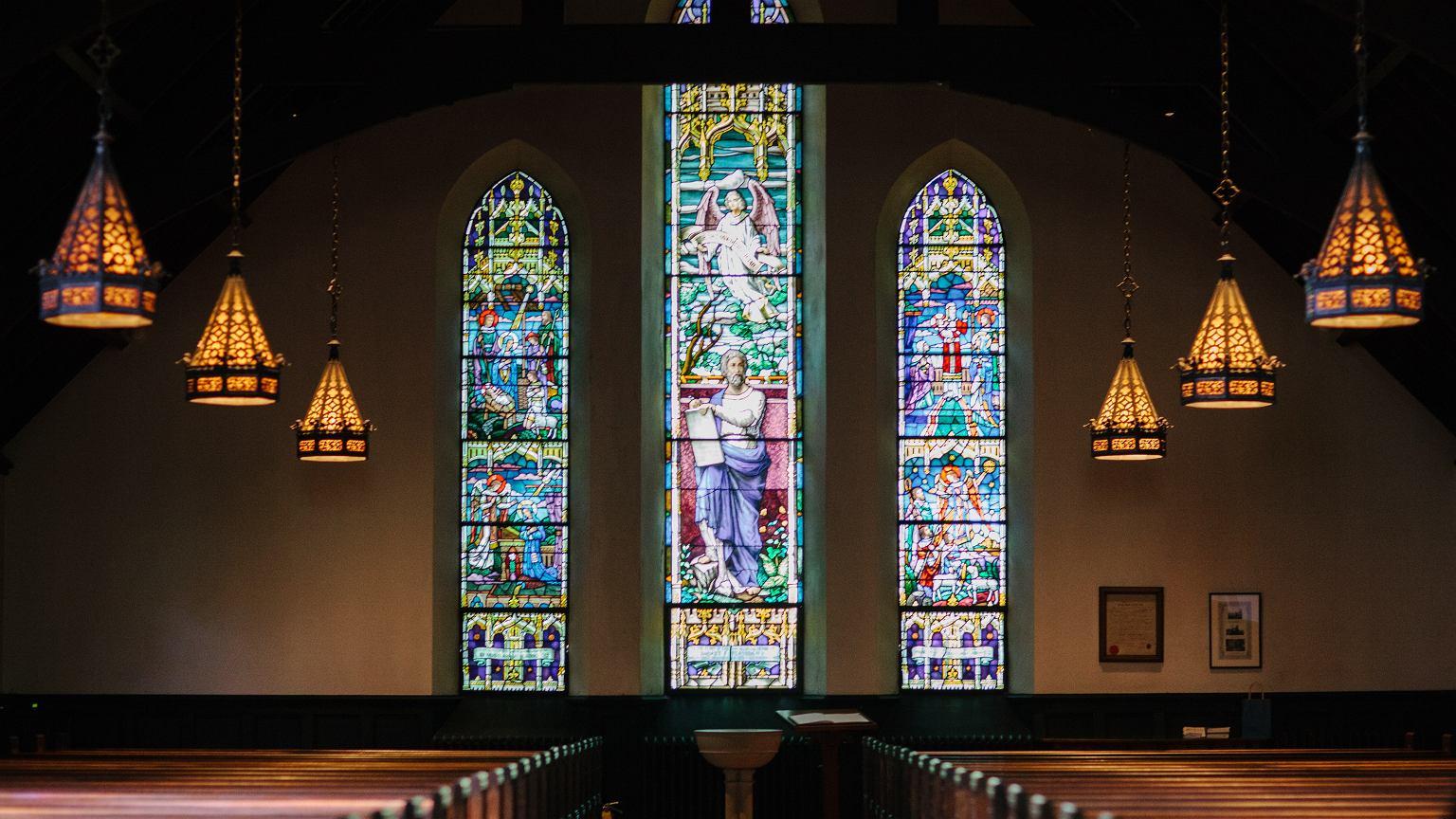 Gdzie oglądać mszę świętą w TV i internecie? [Program telewizyjny i linki do transmisji]