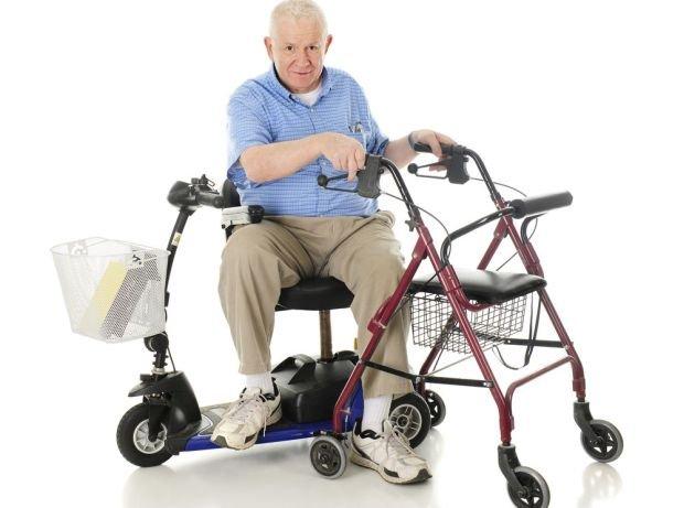 Polskiego emeryta zwykle nie stać na taki sprzęt. Tymczasem: każdy sposób usamodzielniania osób starszych ma sens