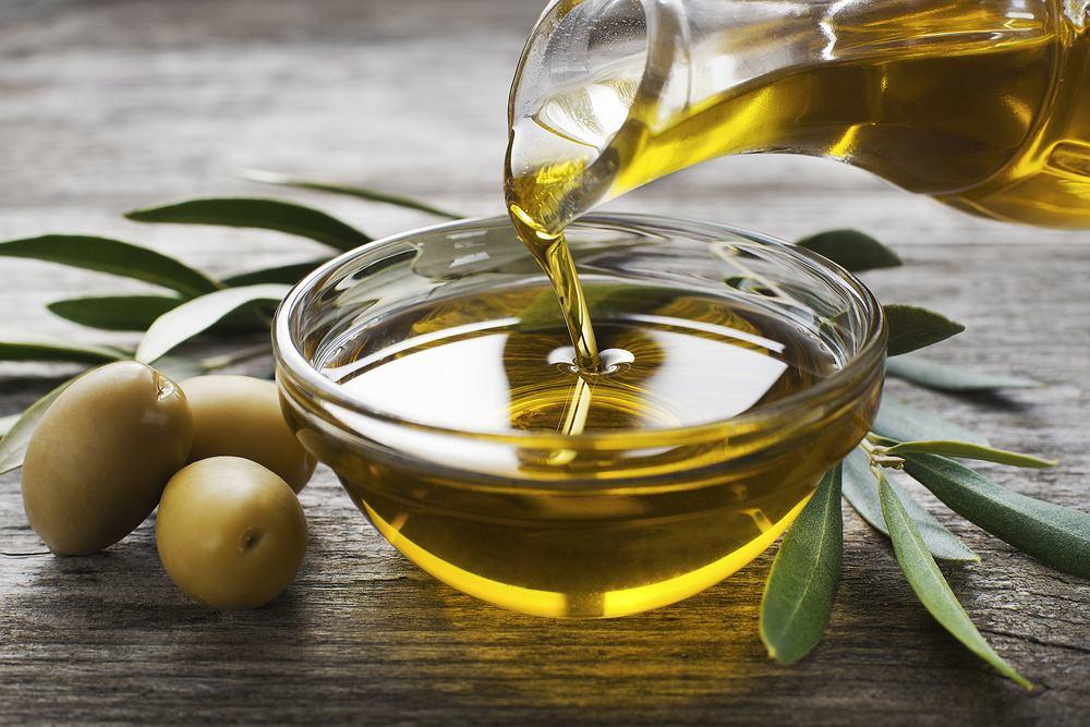 Oliwa z oliwek hamuje procesy zapalne, łagodzi ból, pomaga w odchudzaniu, działa antynowotworowo i pomaga palaczom.