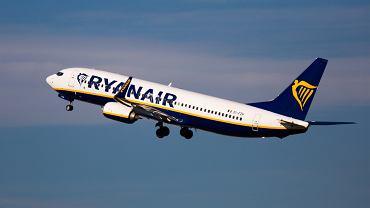 Maseczki w Ryanairze będą obowiązkowe do 2022 roku