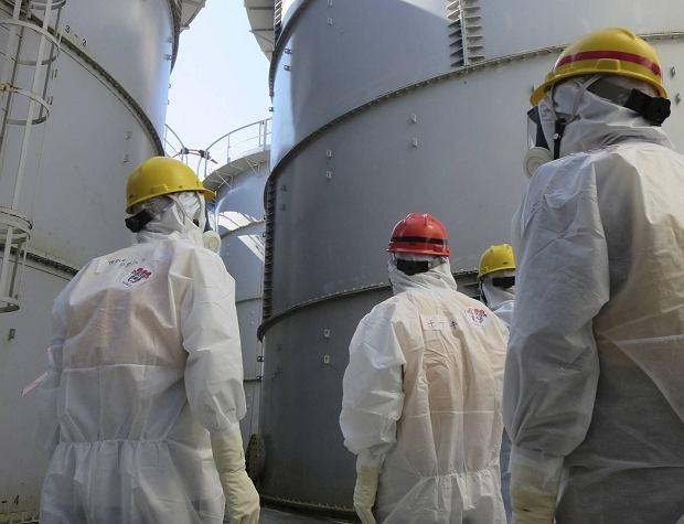 Radioaktywna woda wyciekła ze zbiornika w uszkodzonej elektrowni w Fukushimie. Japończycy próbują opanować sytuację