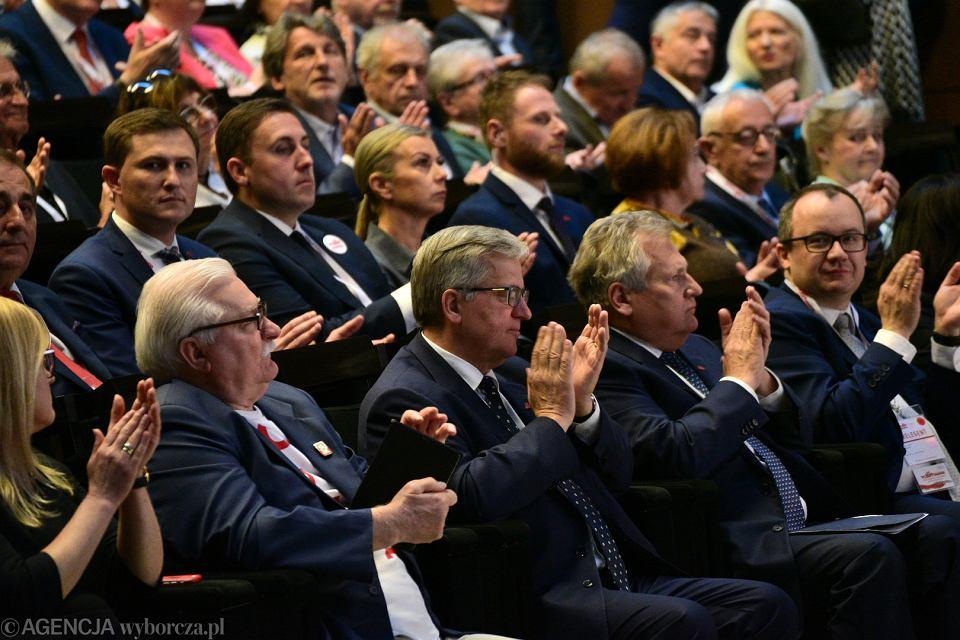Byli prezydenci Lech Wałęsa, Bronisław Komorowski i Aleksander Kwaśniewski podczas Międzynarodowego Forum Obywatelskiego '1989-2019 Narodziny nowej Europy'. Wydarzenie wpisuje się w obchody 30. rocznicy wyborów 4 czerwca 1989 r. Gdańsk, ECS, 4 czerwca 2019