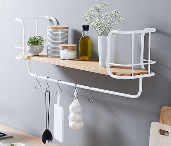 Metalowa półka doskonale sprawdzi się w kuchni