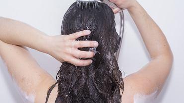 Czarna rzepa na włosy