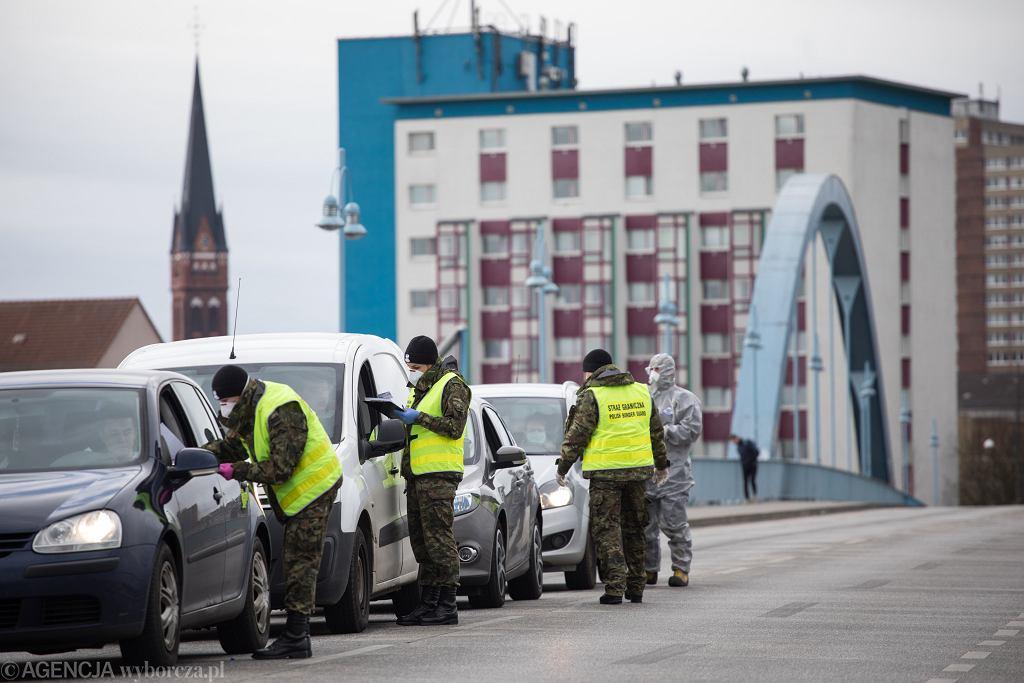 Kontrola graniczna na polsko-niemieckim przejściu granicznym Słubicach.