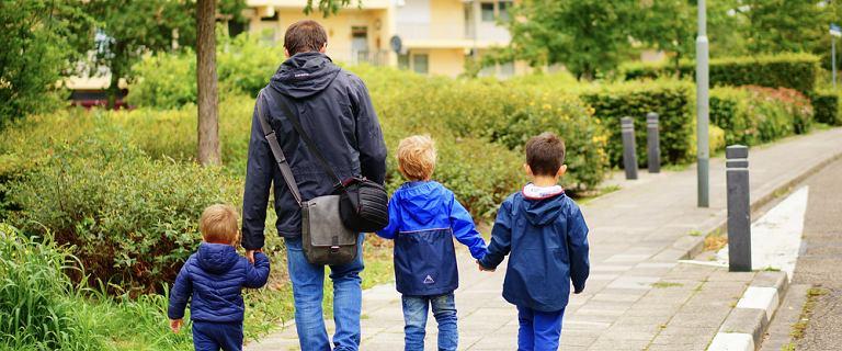 Kara w wysokości 5 tys. za spacer z dzieckiem po chodniku. Prawnik wyjaśnia, czy można dostać taki mandat