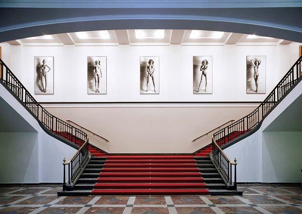 Słynne lobby Helmuta Newtona (fot. Stephan Müller)