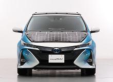Panele słoneczne wydłużą zasięg samochodu elektrycznego? Toyota testuje takie rozwiązanie