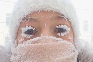 Narzekasz na mróz? W tej wiosce ślina zamienia się w sople lodu, a dla jej mieszkańców zima w Polsce to tropiki