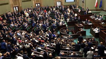 Na posiedzeniu Sejmu posłowie zajmą się m.in. 'daniną solidarnościową'