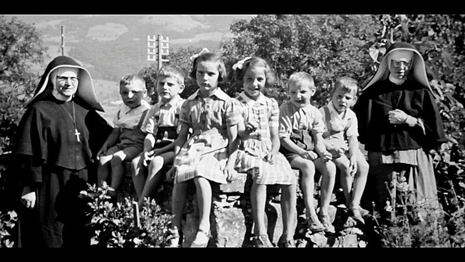 Kadr z filmu dokumentalnego  'W imie moralności i porządku' w reżyserii Bruno Joucla