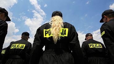 Funkcjonariusze policji - nowo przyjęci do służby składają przysięgę. Komenda powiatowa Policji, Kraków, 10 lipca 2018