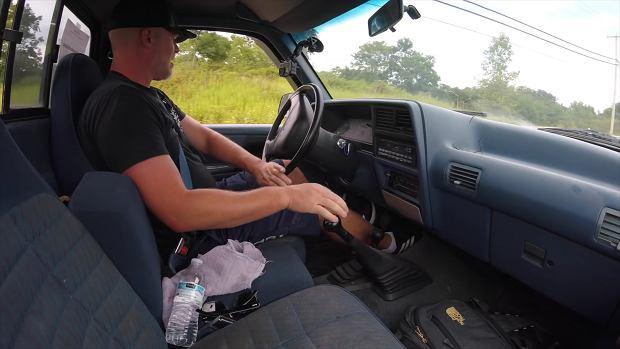 Co się stanie, gdy zmienisz bieg na wsteczny podczas jazdy? Sprawdził to amerykański youtuber
