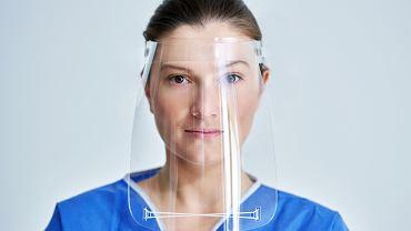 Przyłbice i maski z zaworami niezbyt skuteczne w zatrzymywaniu wirusa