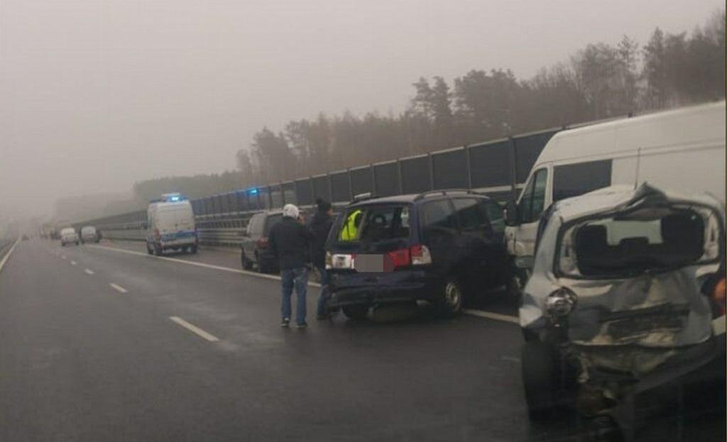 Wypadek na S51 pod Olsztynem. Zderzyło się 11 samochodów