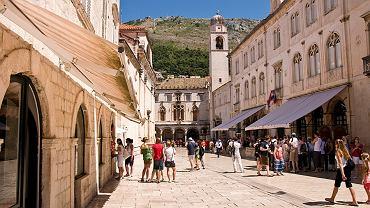Chorwacja, Dubrownik. Dubrownik jest najpiękniejszym miastem nad Adriatykiem. Jest perłą architektoniczną Chorwacji, miastem pełnym historii zamkniętej w jego murach.
